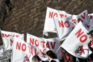 BUSSOLENO: MARCIA IN VAL DI SUSA CONTRO IL CANTIERE TAV TORINO-LIONE