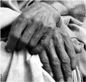 mani-anziano