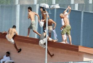 IMMIGRAZIONE: PROTESTE E TENSIONI AL CIE DI TORINO