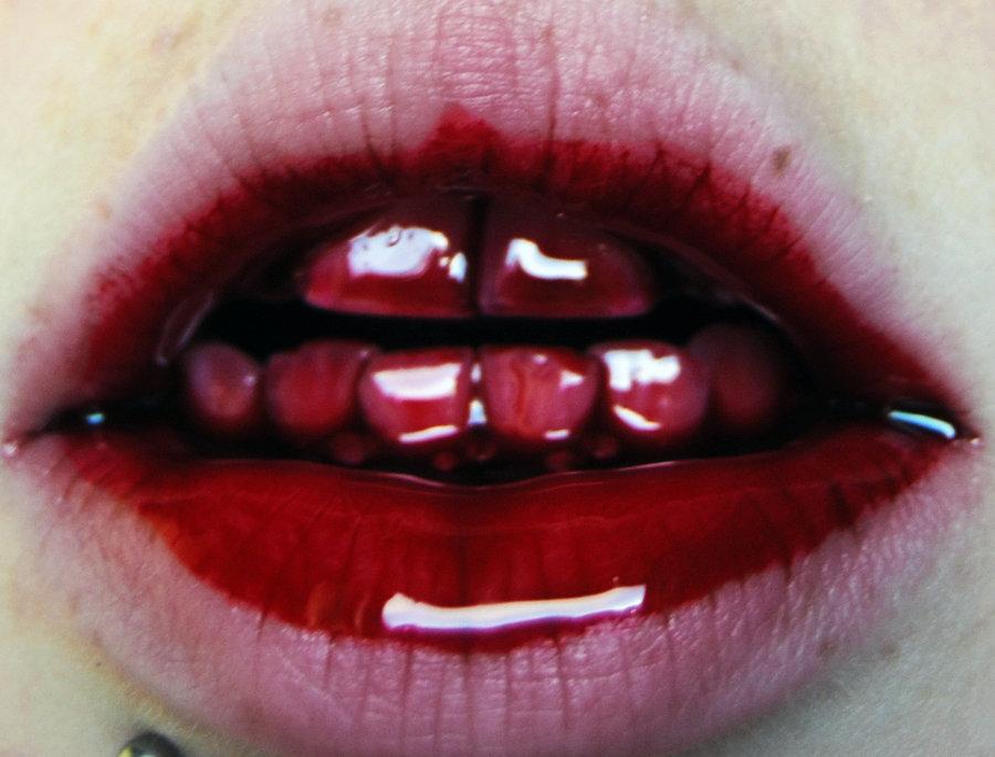 Картинки разрезанные губы
